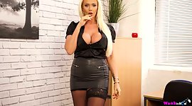 Plump British milf Lucy Zara is toying..