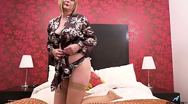 Luscious perfect woman April can't..